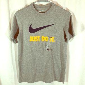 NWT Boys Nike T Shirt size M